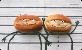 Frühstücksbrettchen Zwei Brötchen